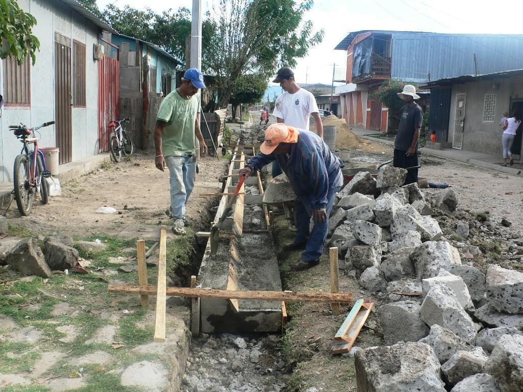 Construcción de cunetas en Nicaragua