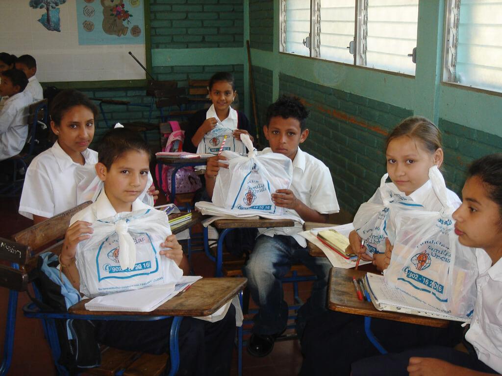 Dotación de material escolar en Nicaragua