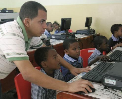 Informática para niños y jóvenes en República Dominicana