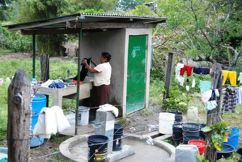 Instalación de letrinas en Nicaragua