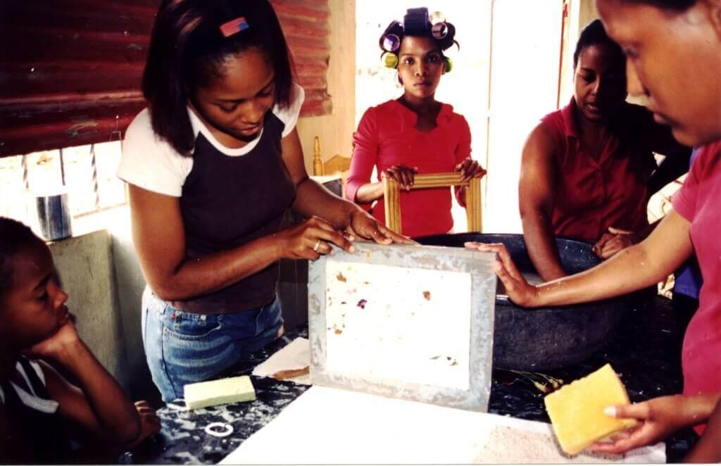 Taller de grabado dirigido a mujeres en situación de riesgo en República Dominicana